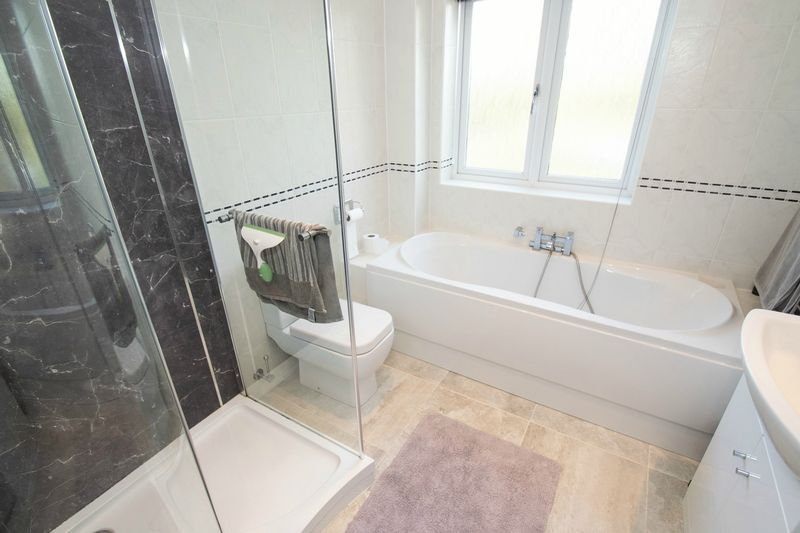 3 bed house for sale in Fernleigh Gardens 13