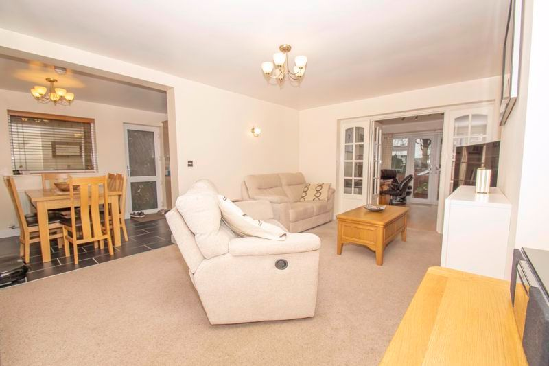 3 bed house for sale in Fernleigh Gardens 3