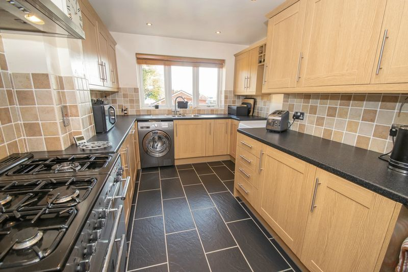 3 bed house for sale in Fernleigh Gardens 4