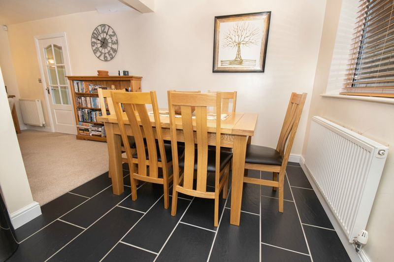 3 bed house for sale in Fernleigh Gardens 5