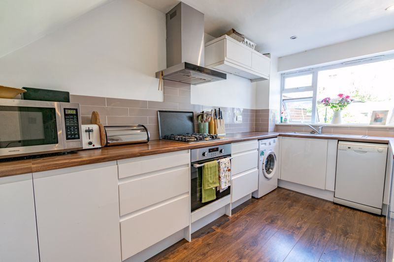 3 bed house for sale in Pennine Road  - Property Image 5