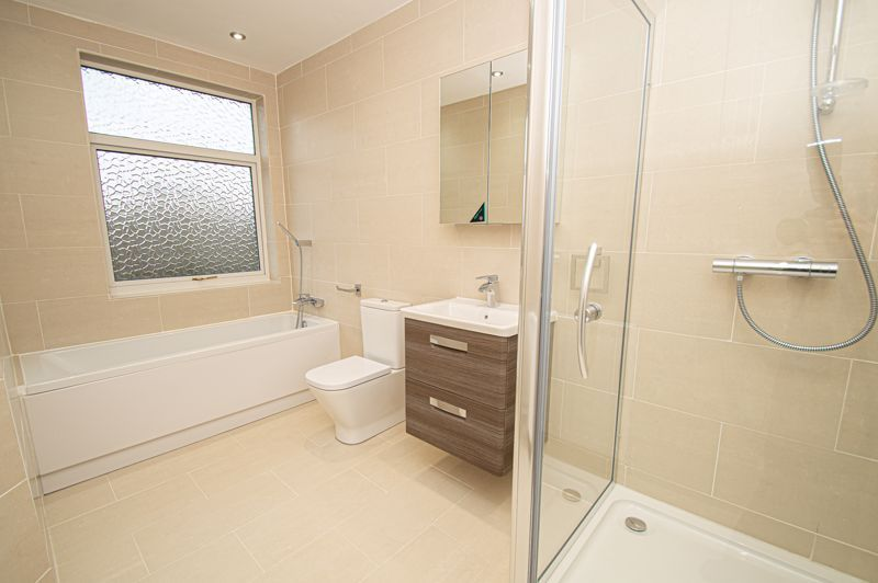 4 bed house for sale in Hagley Road 16