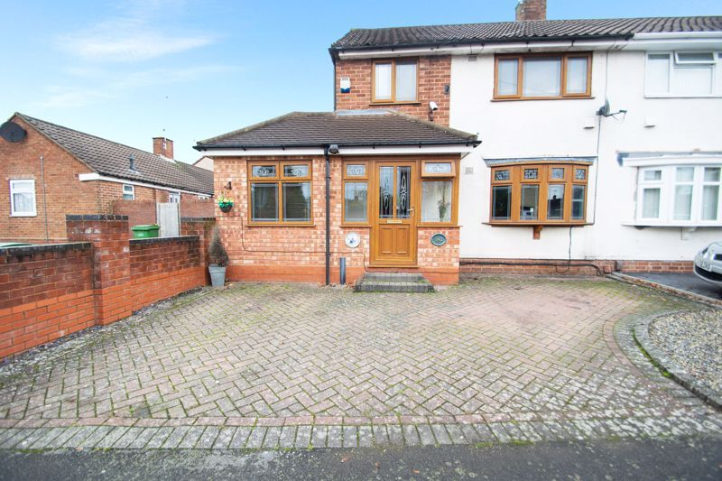 3 bed house for sale in Bournebrook Crescent 1