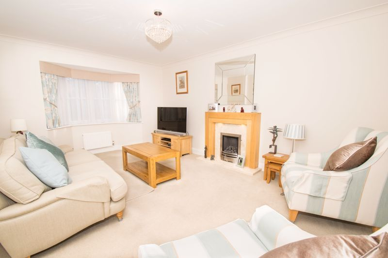 4 bed house for sale in Alhambra Road  - Property Image 2