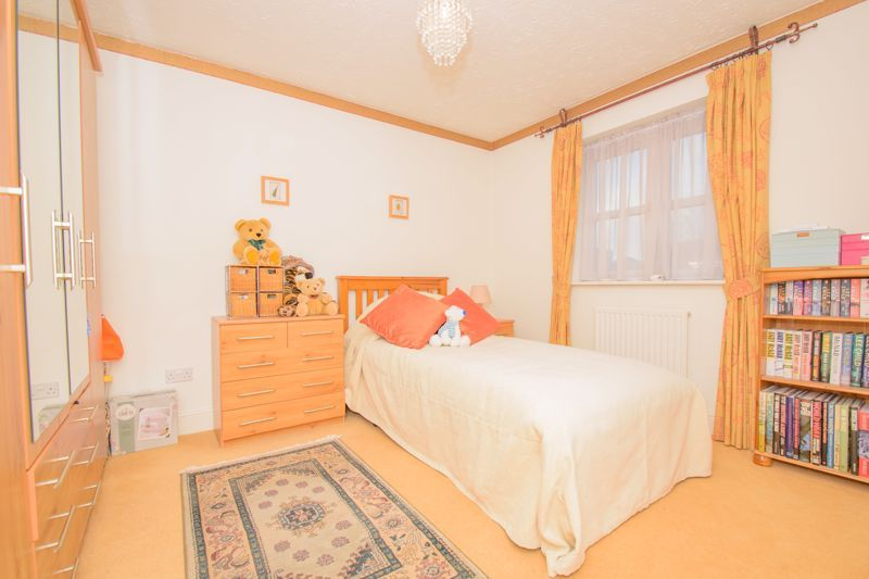 4 bed house for sale in Alhambra Road 11