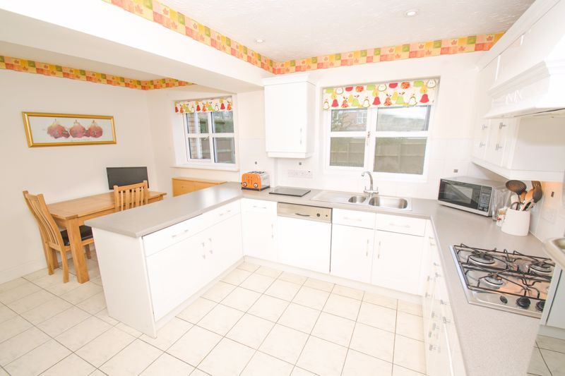 4 bed house for sale in Alhambra Road 4