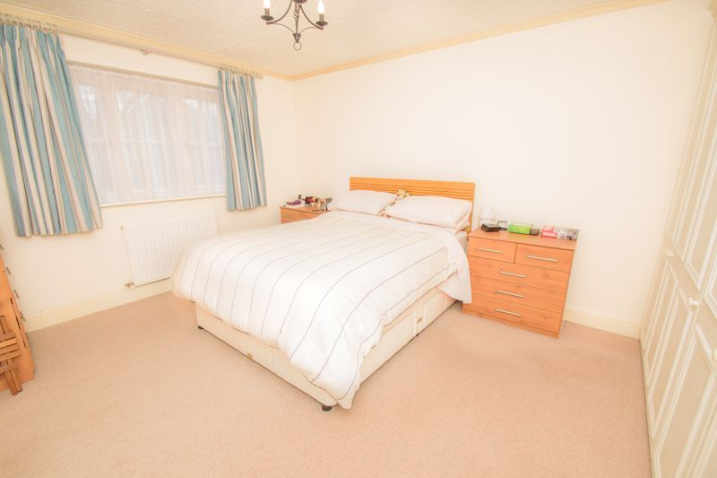 4 bed house for sale in Alhambra Road  - Property Image 8