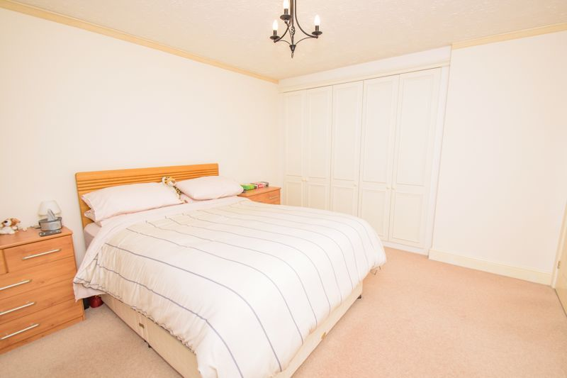 4 bed house for sale in Alhambra Road  - Property Image 10