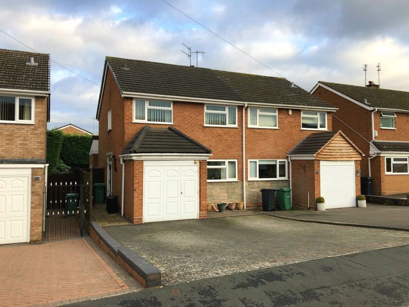 3 bed house for sale in Leavale Road - Property Image 1