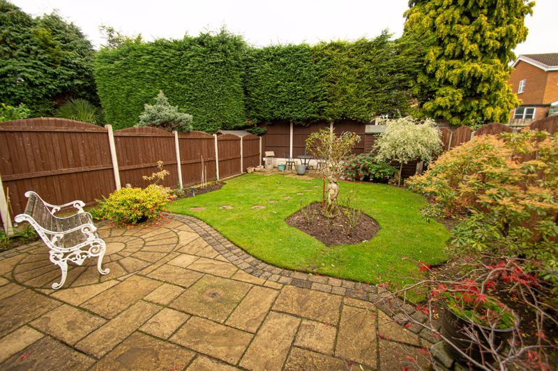 3 bed house for sale in Leavale Road 11