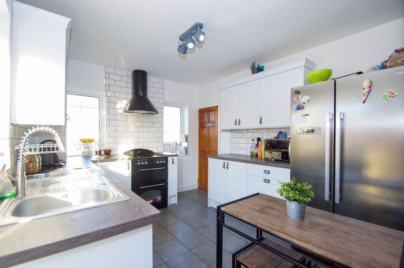 2 bed house for sale in Holcroft Road  - Property Image 3