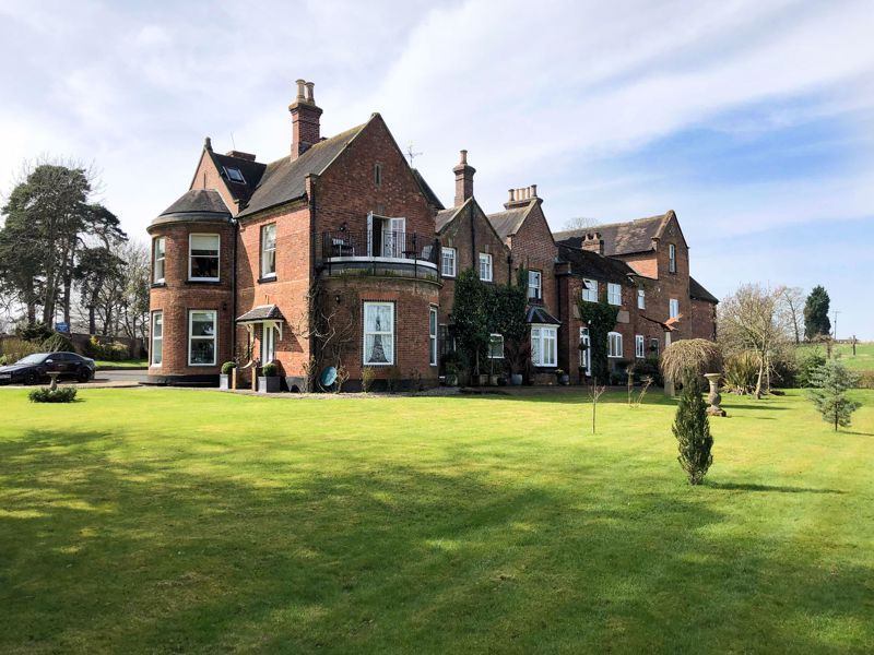 2 bed flat for sale in Bridgnorth Road - Property Image 1