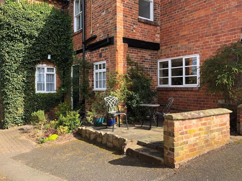 2 bed flat for sale in Bridgnorth Road  - Property Image 2