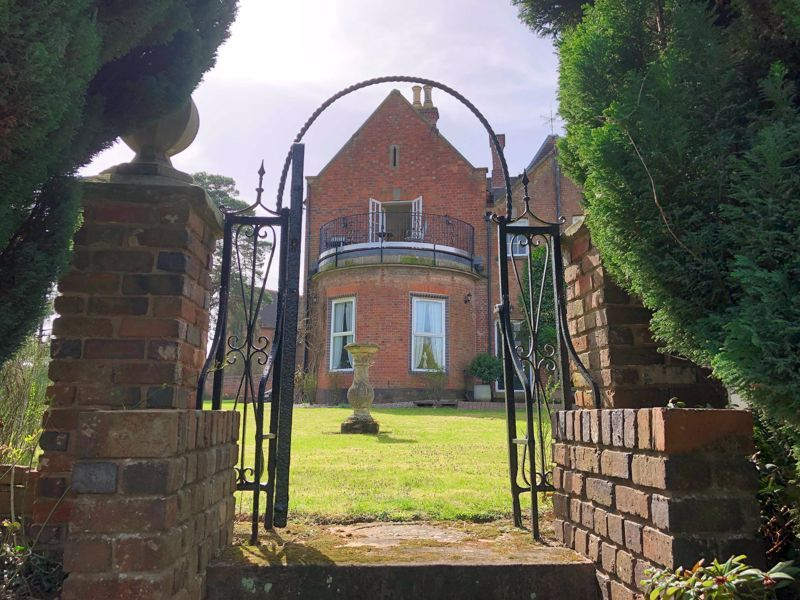 2 bed flat for sale in Bridgnorth Road 13
