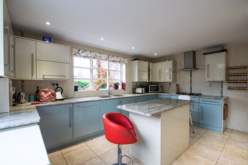 2 bed flat for sale in Bridgnorth Road  - Property Image 5