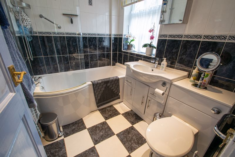 2 bed flat for sale in Bridgnorth Road 10