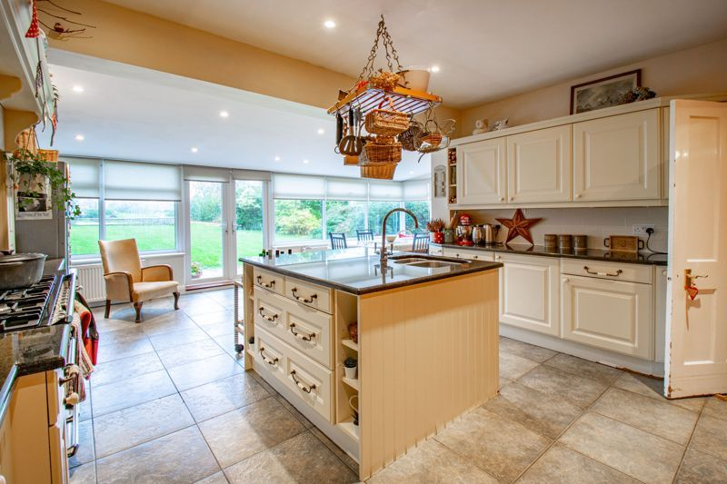 4 bed house for sale in Birmingham Road 2