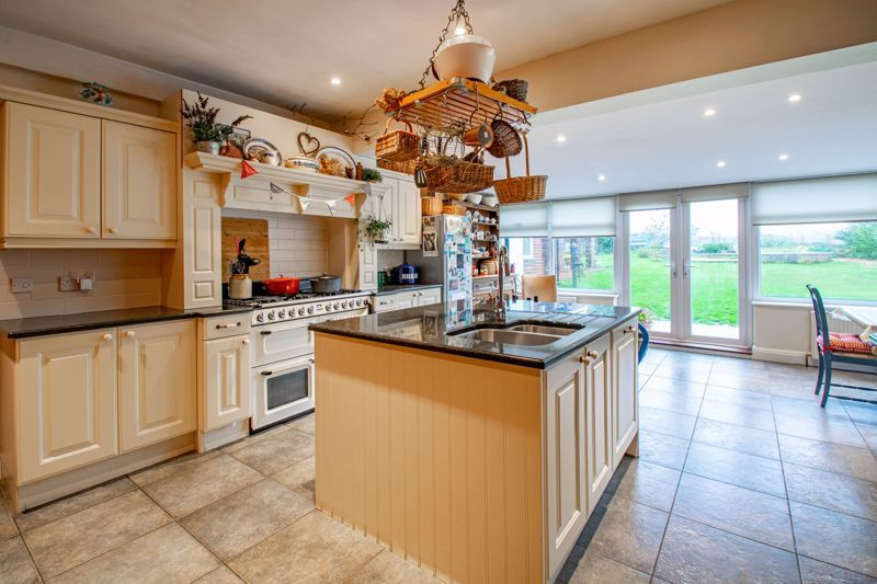 4 bed house for sale in Birmingham Road 15