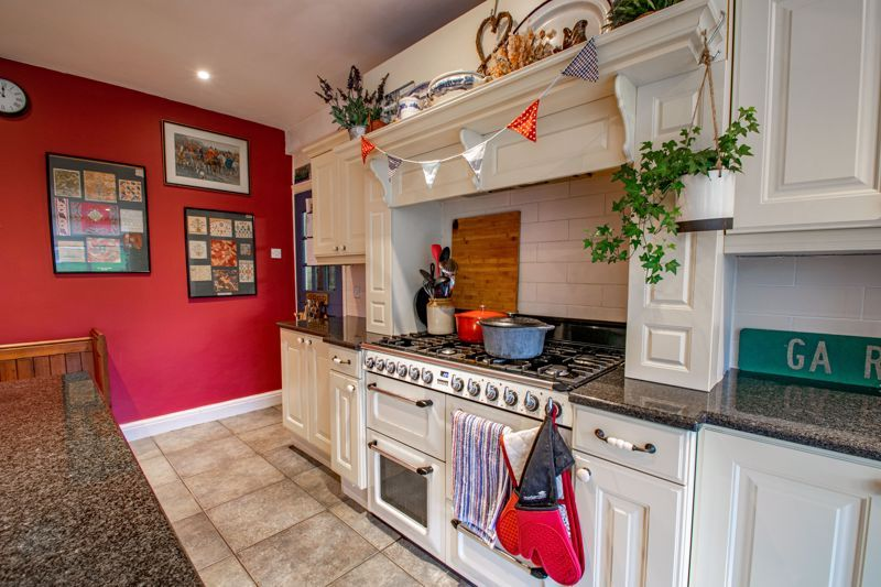 4 bed house for sale in Birmingham Road 16