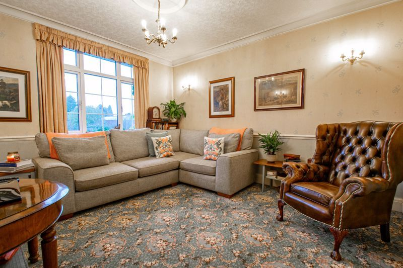 4 bed house for sale in Birmingham Road  - Property Image 5