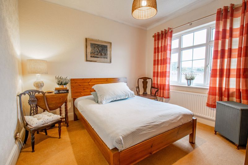 4 bed house for sale in Birmingham Road 10