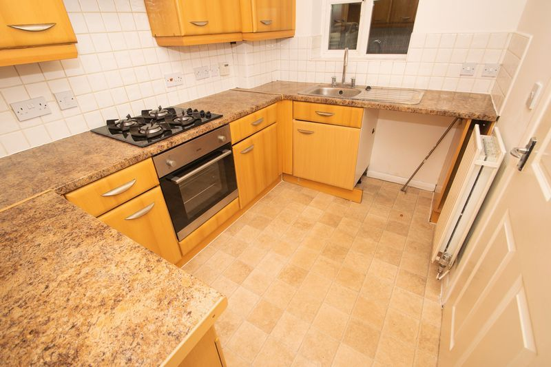 2 bed house for sale in Roundhills Road 5
