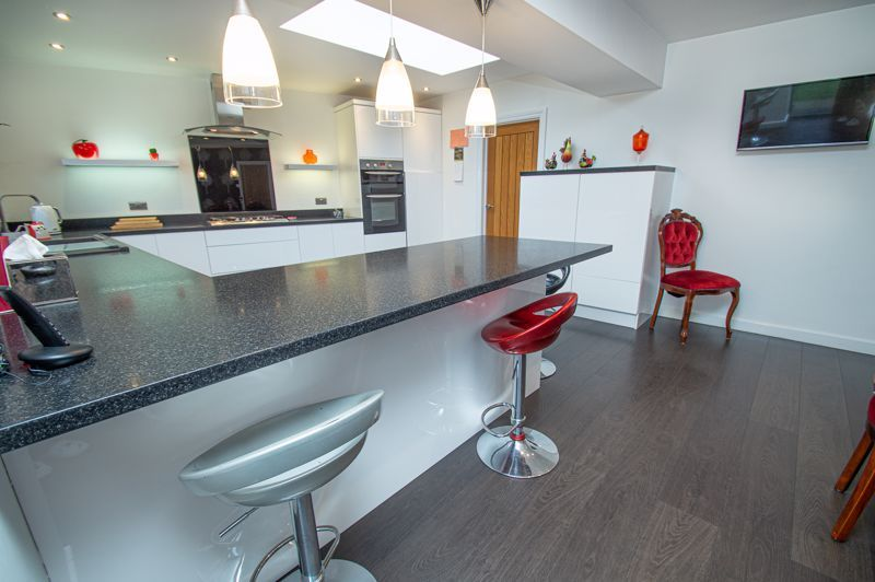 3 bed house for sale in Newfield Crescent 7