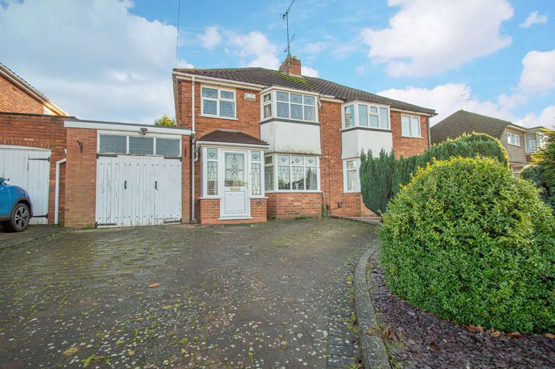 3 bed house for sale in Longmoor Road - Property Image 1
