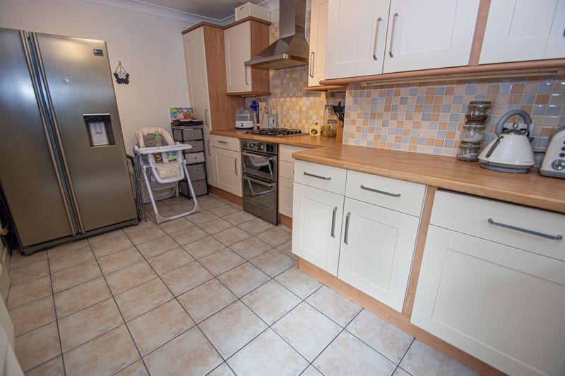 3 bed house for sale in Long Mynd 6