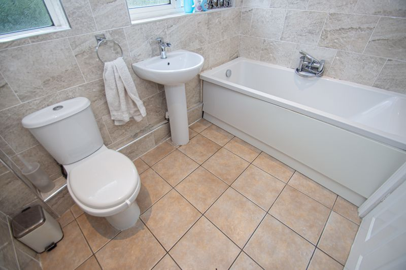 3 bed house for sale in Long Mynd 10