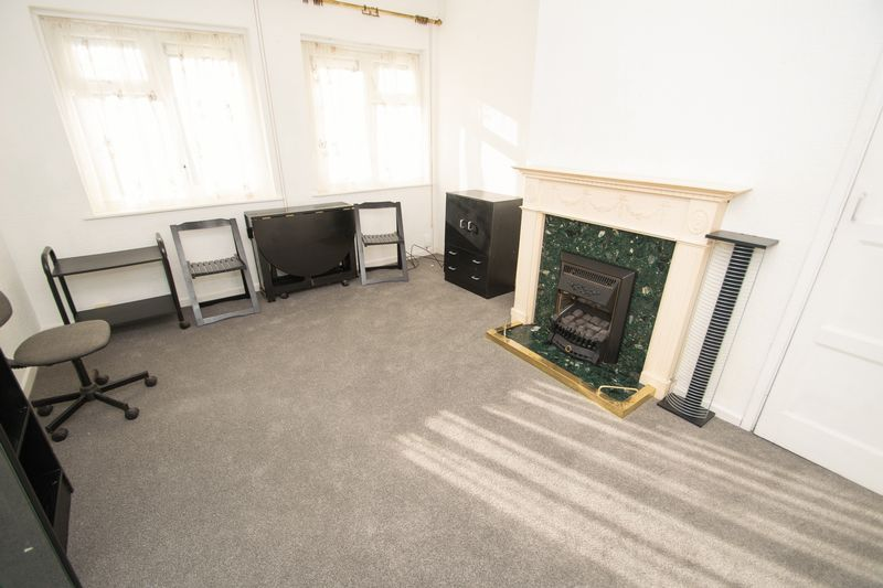 1 bed flat for sale in Cromwell Lane  - Property Image 2