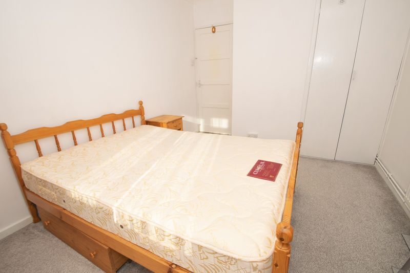 1 bed flat for sale in Cromwell Lane  - Property Image 5