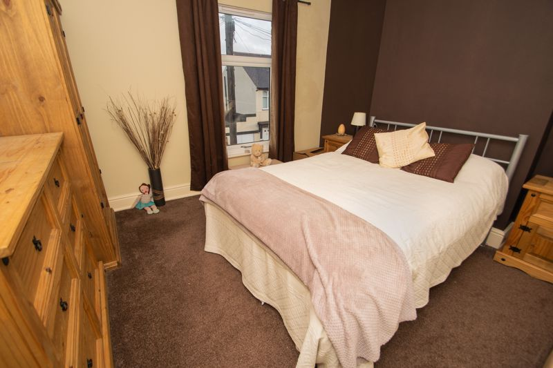 2 bed house for sale in Ladysmith Road 6