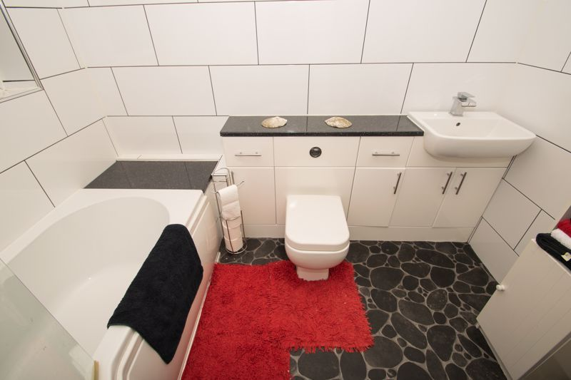 2 bed house for sale in Ladysmith Road 8