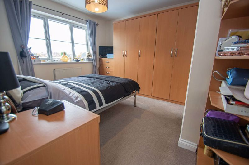 3 bed house for sale in Tromans Close 7