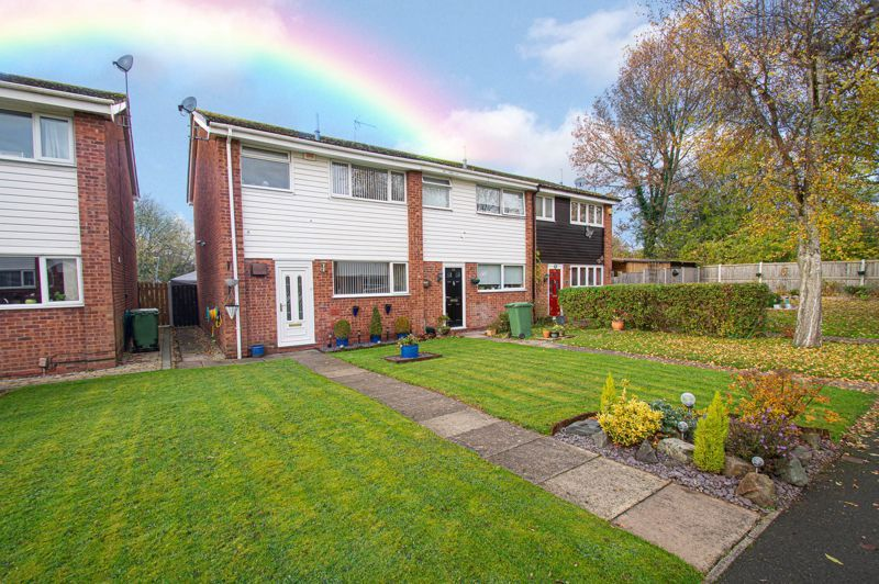 3 bed house for sale in Barrow Close 1