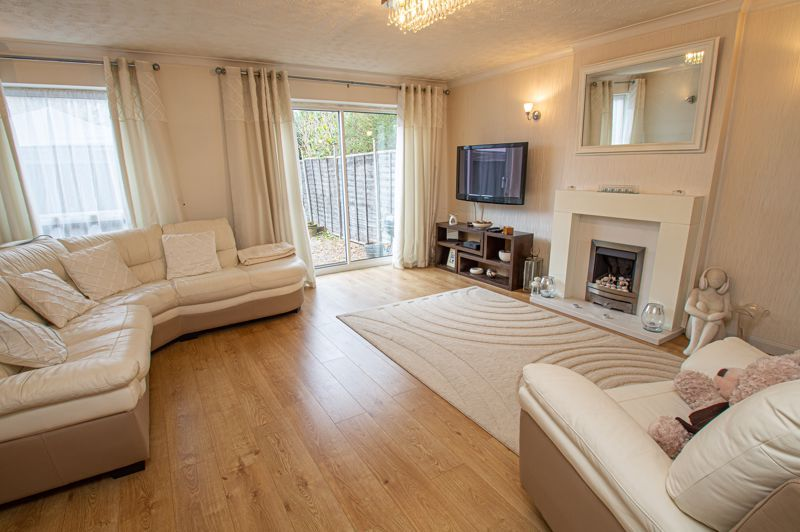 3 bed house for sale in Barrow Close 3