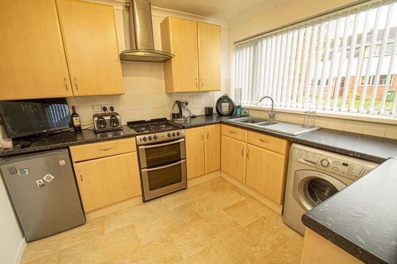 3 bed house for sale in Barrow Close 4
