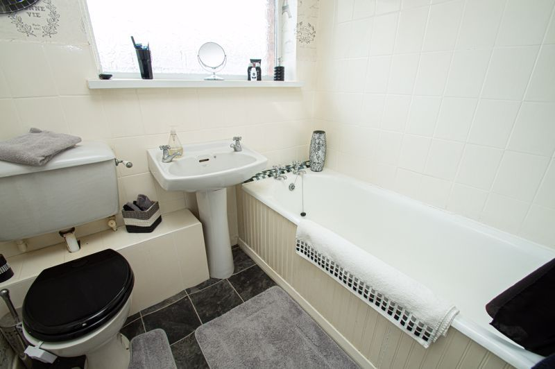 3 bed house for sale in Barrow Close 9
