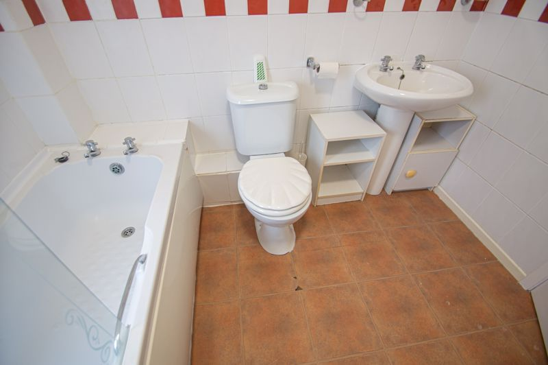 2 bed house for sale in Round Hill Terrace 9