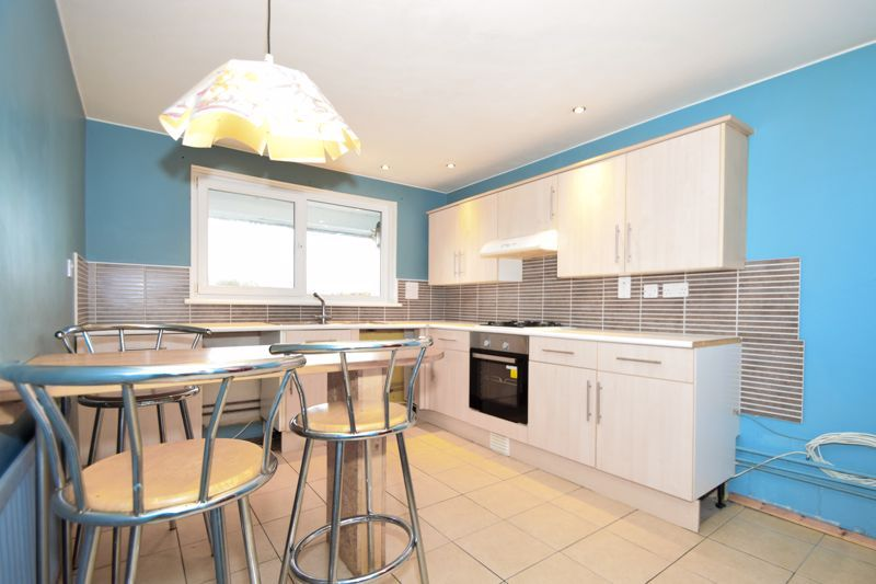 2 bed flat for sale in Leysters Close 2