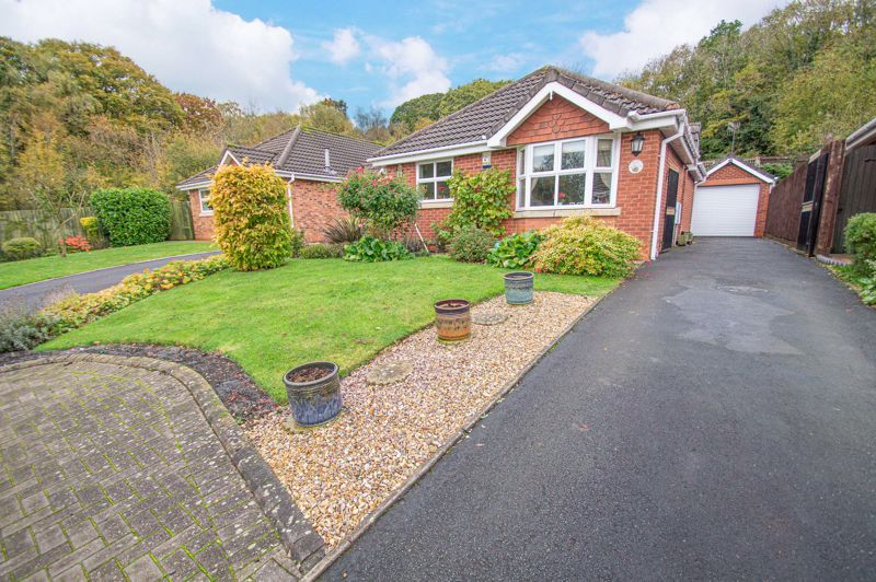 2 bed bungalow for sale in Fernwood Close  - Property Image 1
