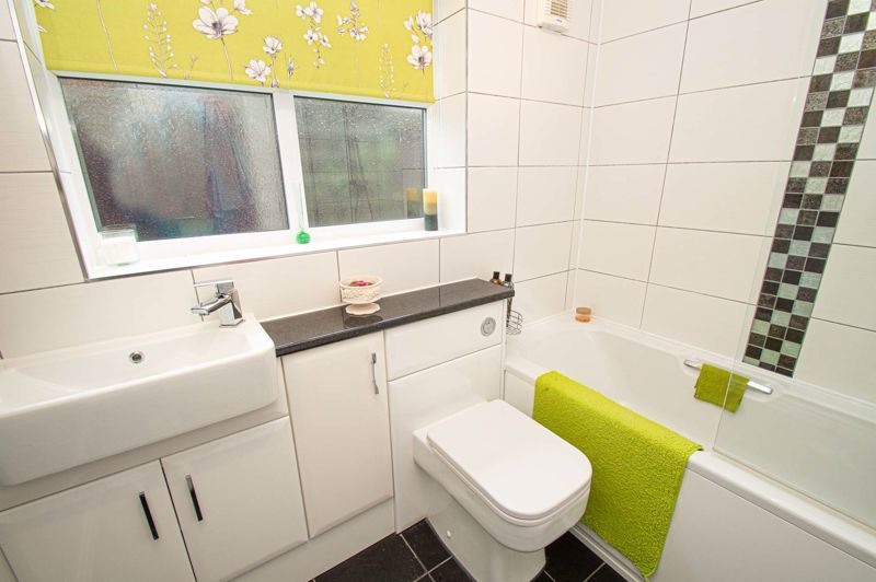 2 bed bungalow for sale in Fernwood Close 13