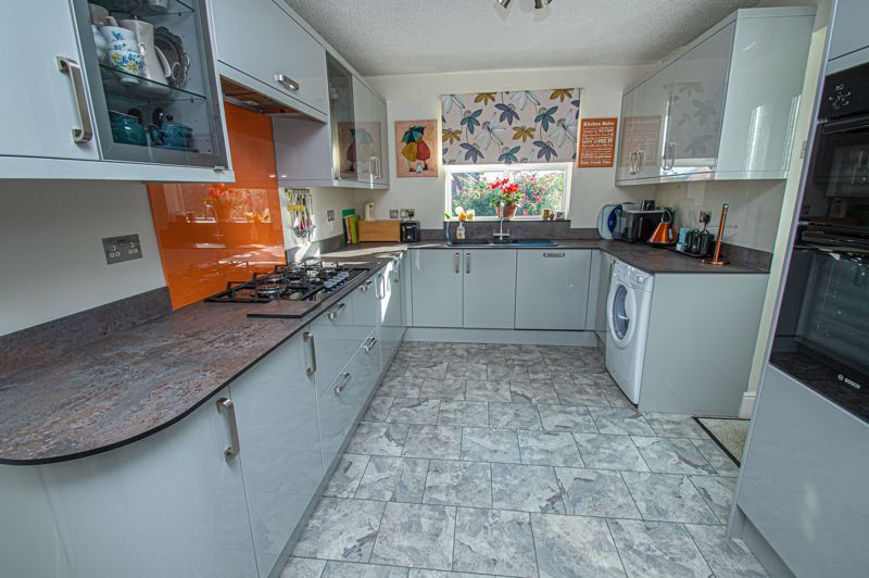 2 bed bungalow for sale in Fernwood Close 4