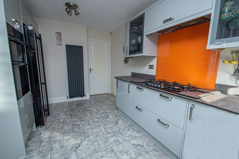 2 bed bungalow for sale in Fernwood Close 5