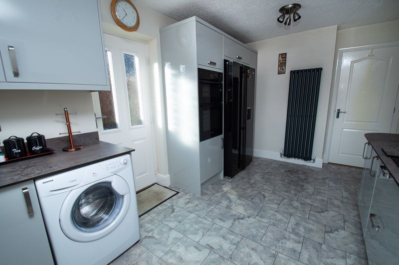 2 bed bungalow for sale in Fernwood Close 6