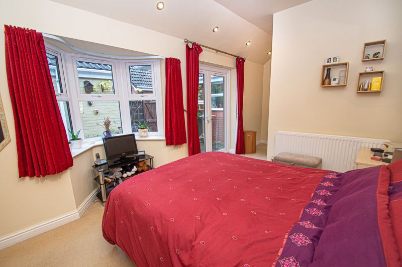 2 bed bungalow for sale in Fernwood Close 9