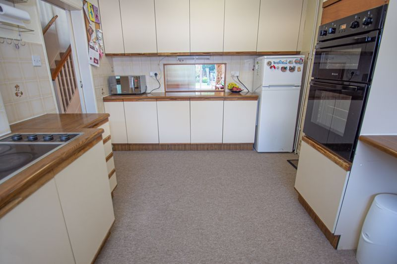 3 bed house for sale in Fordhouse Road 4