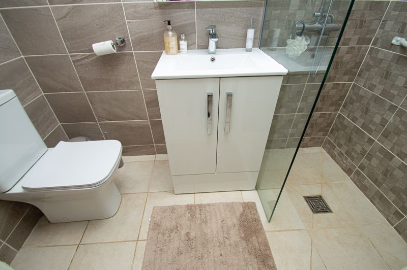3 bed house for sale in Beverley Close 8