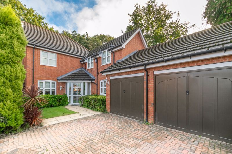 4 bed house for sale in Fleetwood Close 1